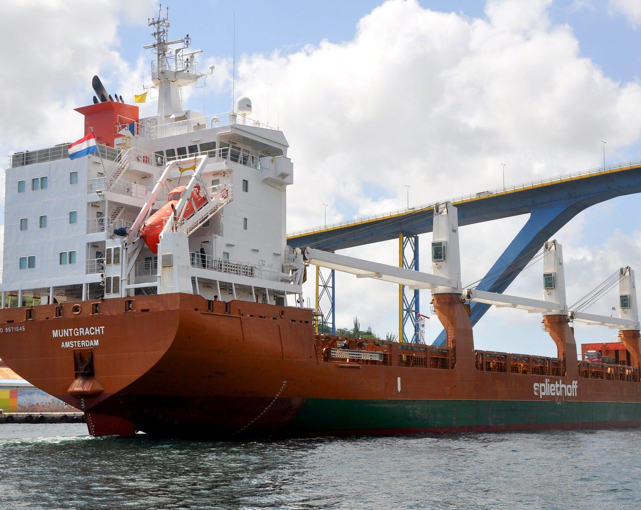 De Muntgracht in 2017 gespot bij aankomst in Willemstad, Curaçao. Foto: Kees Bustraan