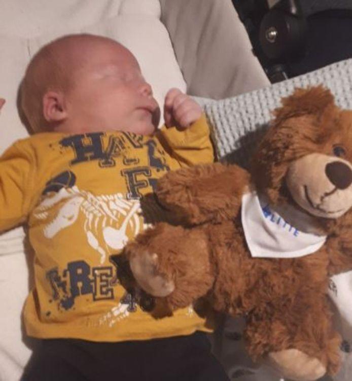 Met baby Hugo gaat alles inmiddels goed (Foto: Instagram / @pol_nijmegen)