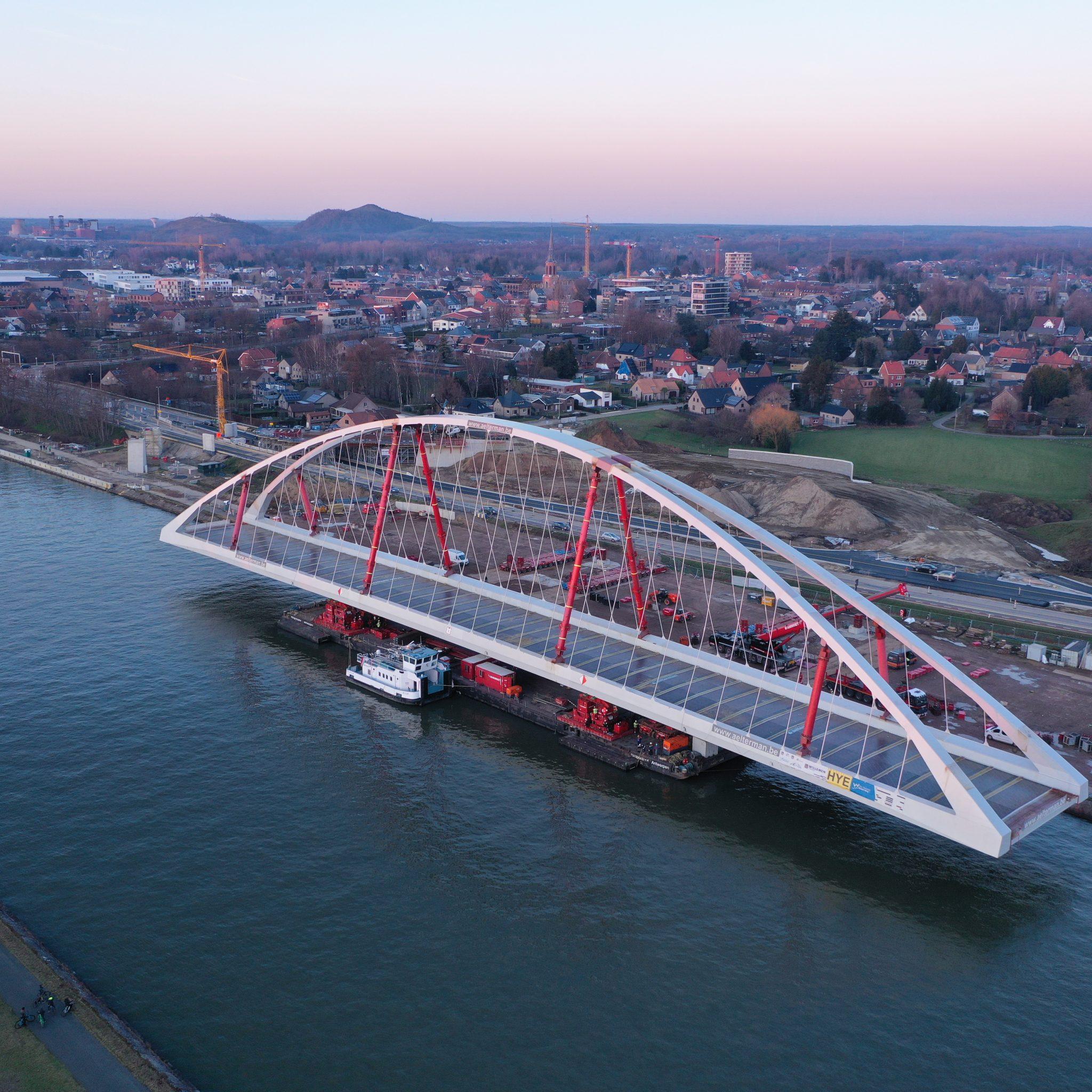 Boogbrug Beringen - Albertkanaal (bron Vlaamse Waterweg)