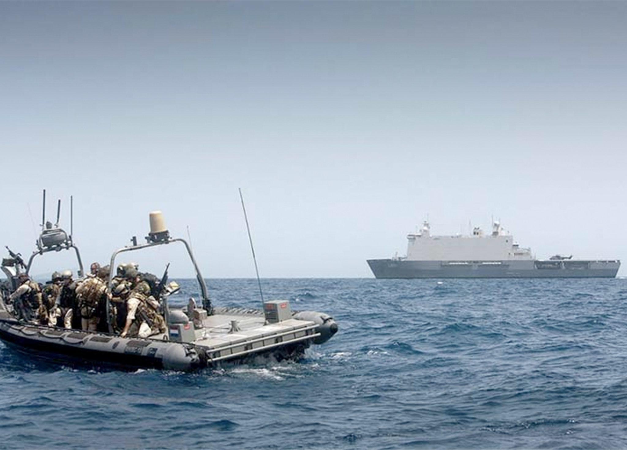 Het Zr. Ms. Johan de Witt op een anti piraterij missie in de Golf van Aden (Foto Ministerie van Defensie)
