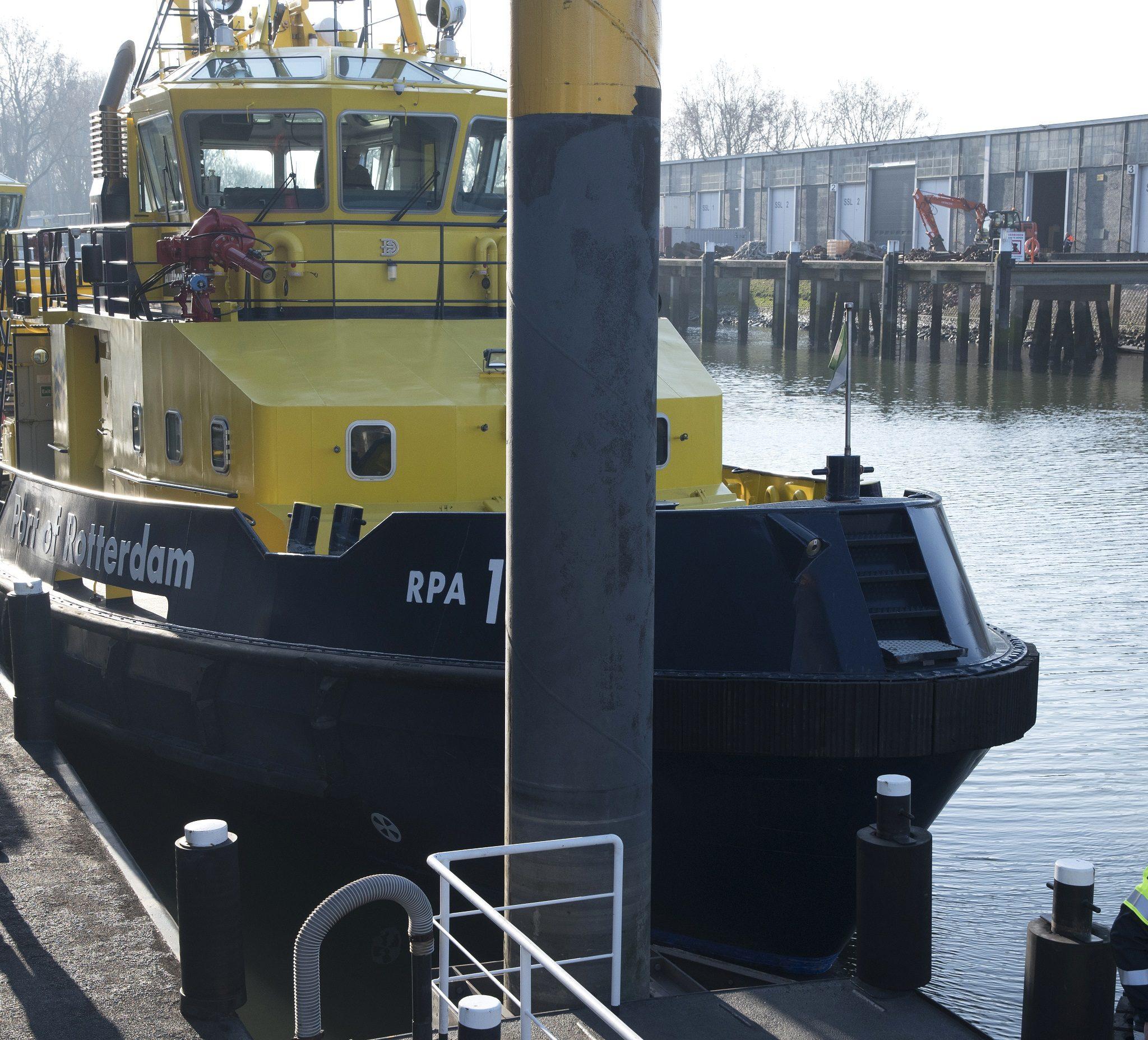 De werf van het Rotterdamse Havenbedrijf op Heijplaat. (Foto Ries van Wendel-de Joode)