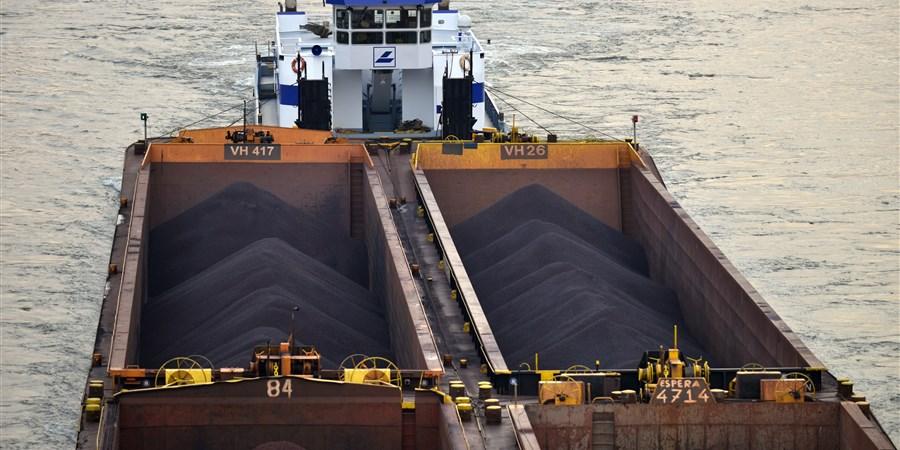 Kolenvervoer per binnenvaart nam af in 2020. Foto CBS