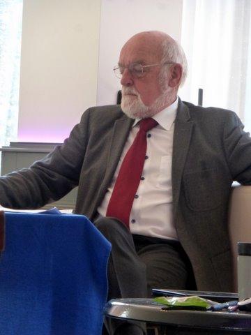 Ger Veuger aan de vergadertafel: 'Ze hebben de hele rivier verziekt.' (Foto ASV)