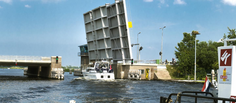 De Leimuiderbrug zal gedurende de maand maart voor langere tijd gestremd zijn (Foto: Gemeente Haarlemmermeer)