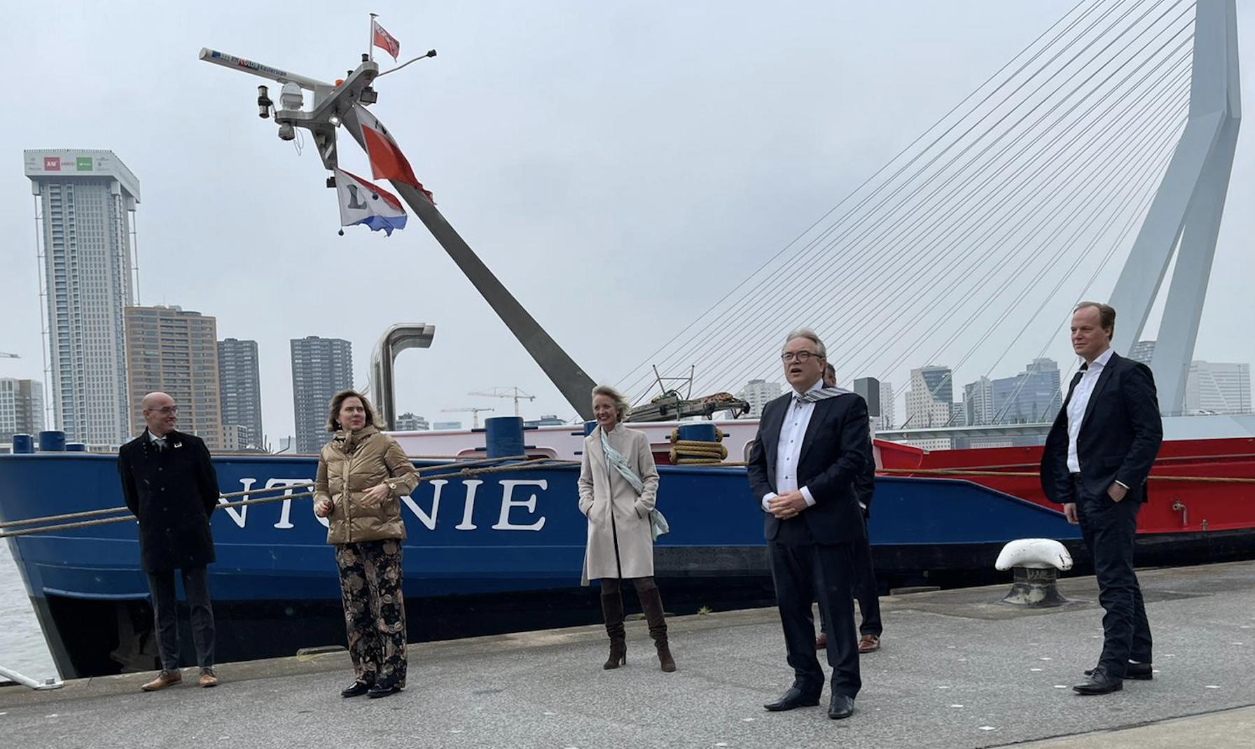 Infrastructuur en Waterstaat betaalt vier miljoen euro mee aan de ombouwkosten van het droge-ladingschip Antonie naar waterstofaandrijving. Foto: Rene Quist