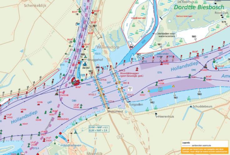 De kruising Hollands Diep-Dordtse Kil is ruimbemeten vaarwater, maar het is toch altijd even opletten geblazen, aangezien zee-, binnenvaart en recreatievaart er van alle kanten kunnen komen. (Beeld Varen doe je samen)