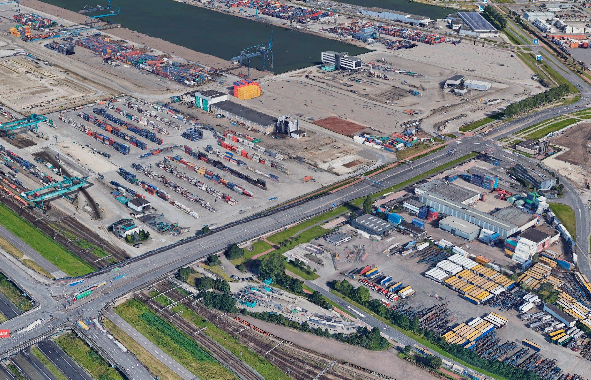De Reeweg, zoals gezien op Google Earth. (Beeld Havenbedrijf Rotterdam)