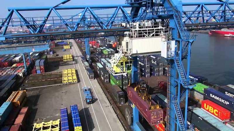 Acties bij Rotterdam Short Sea Terminals. (Foto YouTube)