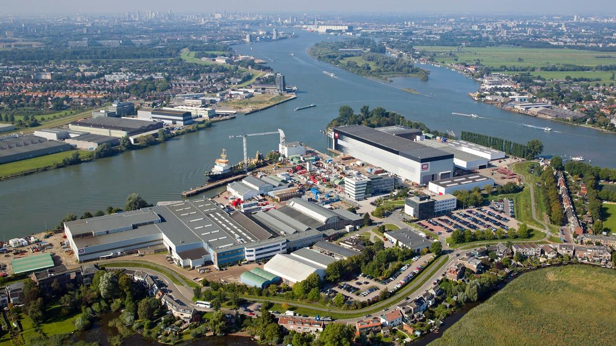 Het terrein van Royal IHC in Kinderdijk. (Foto IHC)