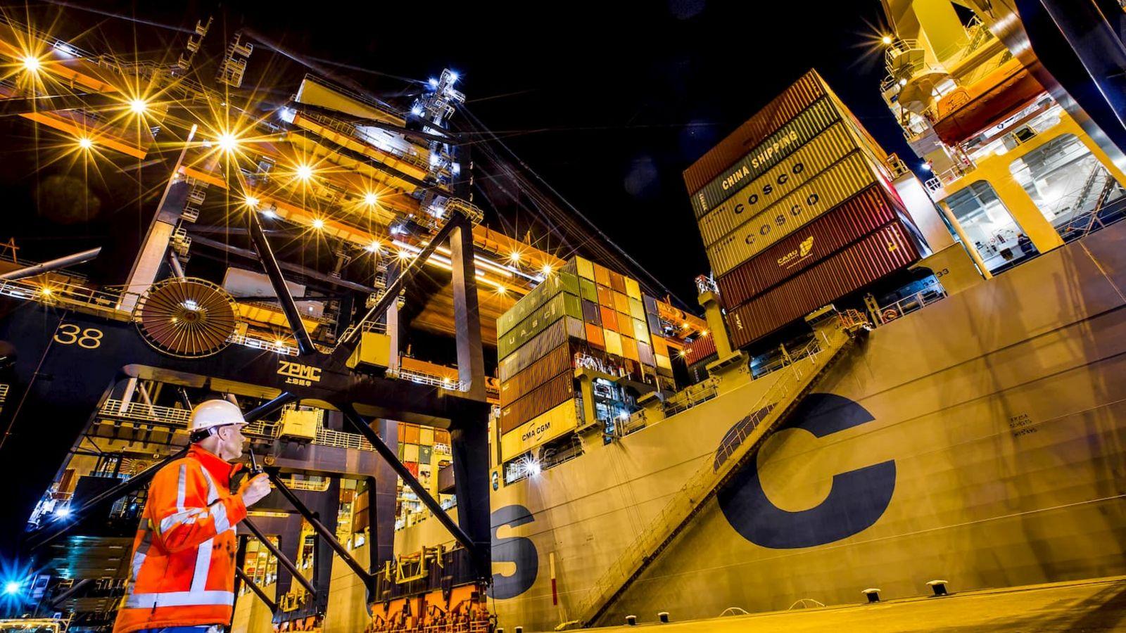 Tegen de verwachting in is er momenteel een tekort aan zeecontainers (Foto: Eric Bakker / Havenbedrijf Rotterdam)