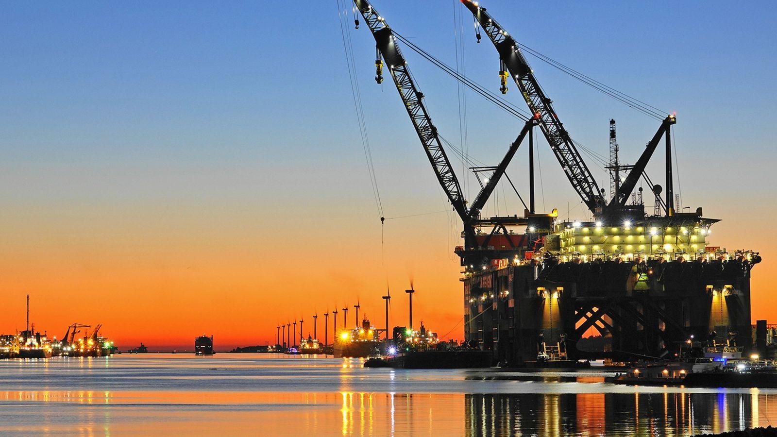 Bij voldoende animo voor de waterstofleiding zou die in 2024 in gebruik kunnen zijn (Foto: Kees Torn / Havenbedrijf Rotterdam)