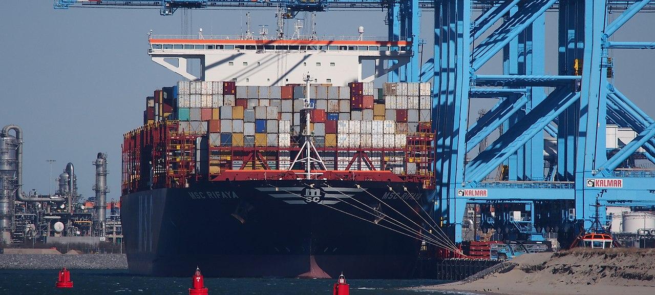 De MSC Rifaya is het eerste schip dat aankomt na de blokkade van het Suezkanaal. (Foto Wikimedia)