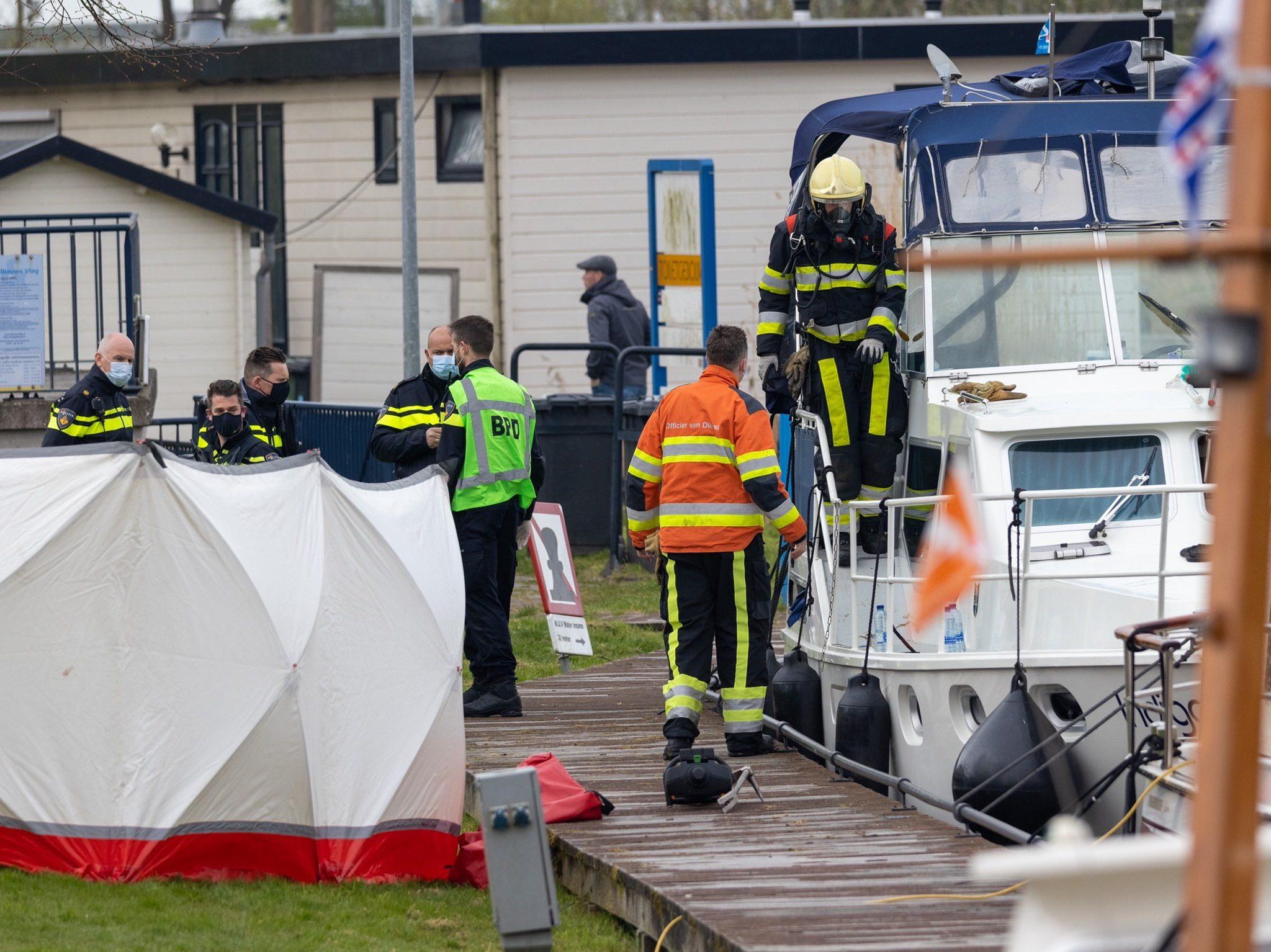 De politie doet onderzoek naar de doodsoorzaak (Foto CAMJO media)