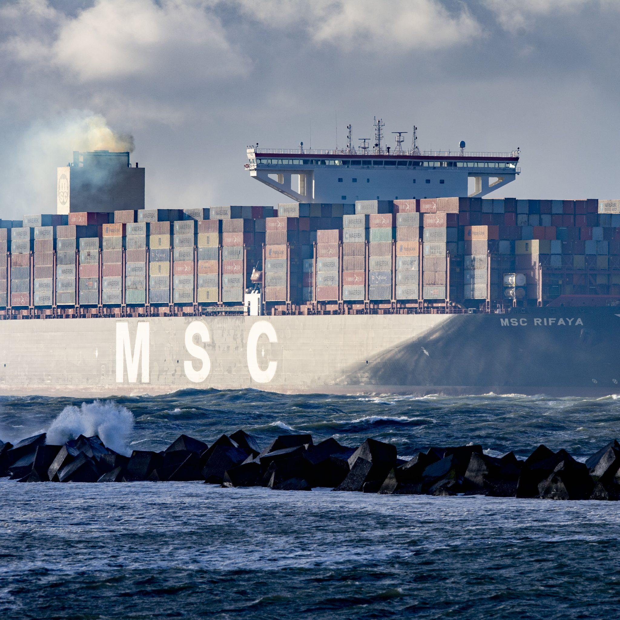 De MSC Rifaya is gearriveerd in de Rotterdamse haven. Het containerschip is het eerste schip uit de 'Suezfile' dat in Rotterdam arriveert. Het schip Ever Given blokkeerde dagenlang het Suezkanaal, waardoor honderden schepen geen kant op konden. Foto ANP/Robin van Utrecht