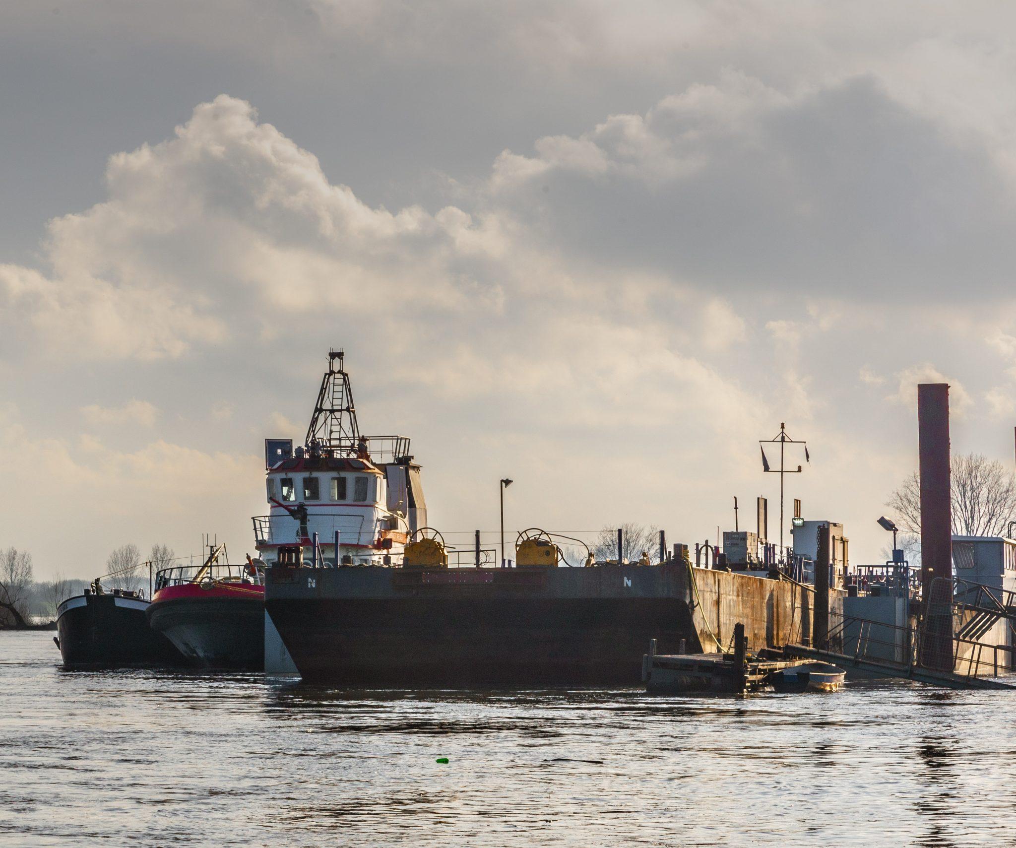De blusboot bij de scheepswerf Heerewaarden. (Foto Bart Oosterveld)