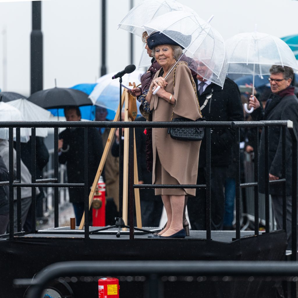 Prinses Beatrix opent de derde kolk van de Prinses Beatrixsluizen in 2019 (Foto Rijkswaterstaat)
