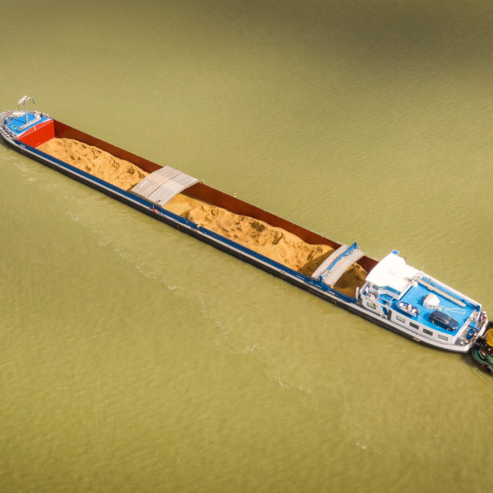 Het schip onderweg naar Hansweert (Foto Arnoud Lieverse / www.flyliedutch.nl)