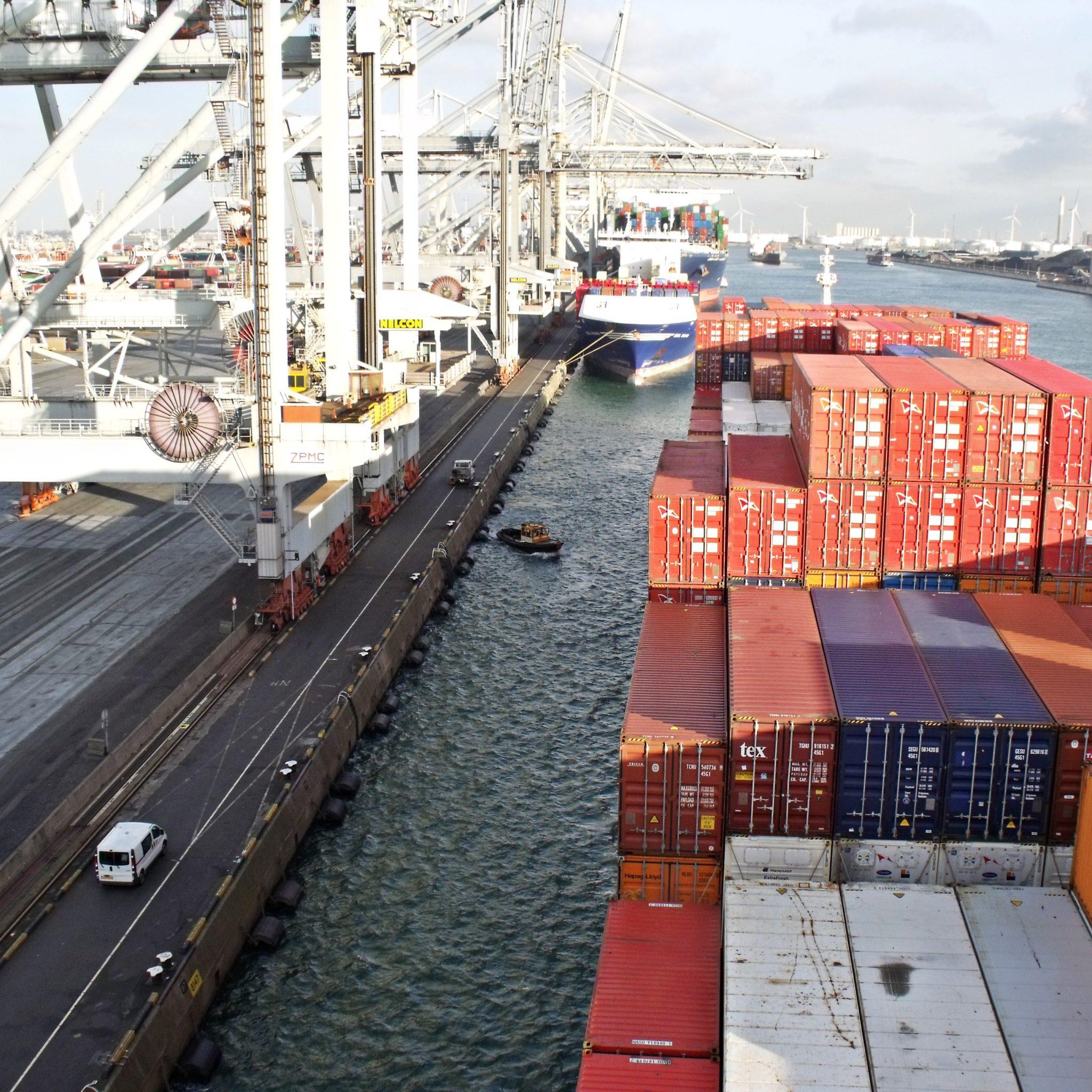 'De binnenvaart betaalt niet voor het laden en lossen van de containers: dat doen de zeereders. De zeeschepen krijgen hierdoor altijd voorrang.'