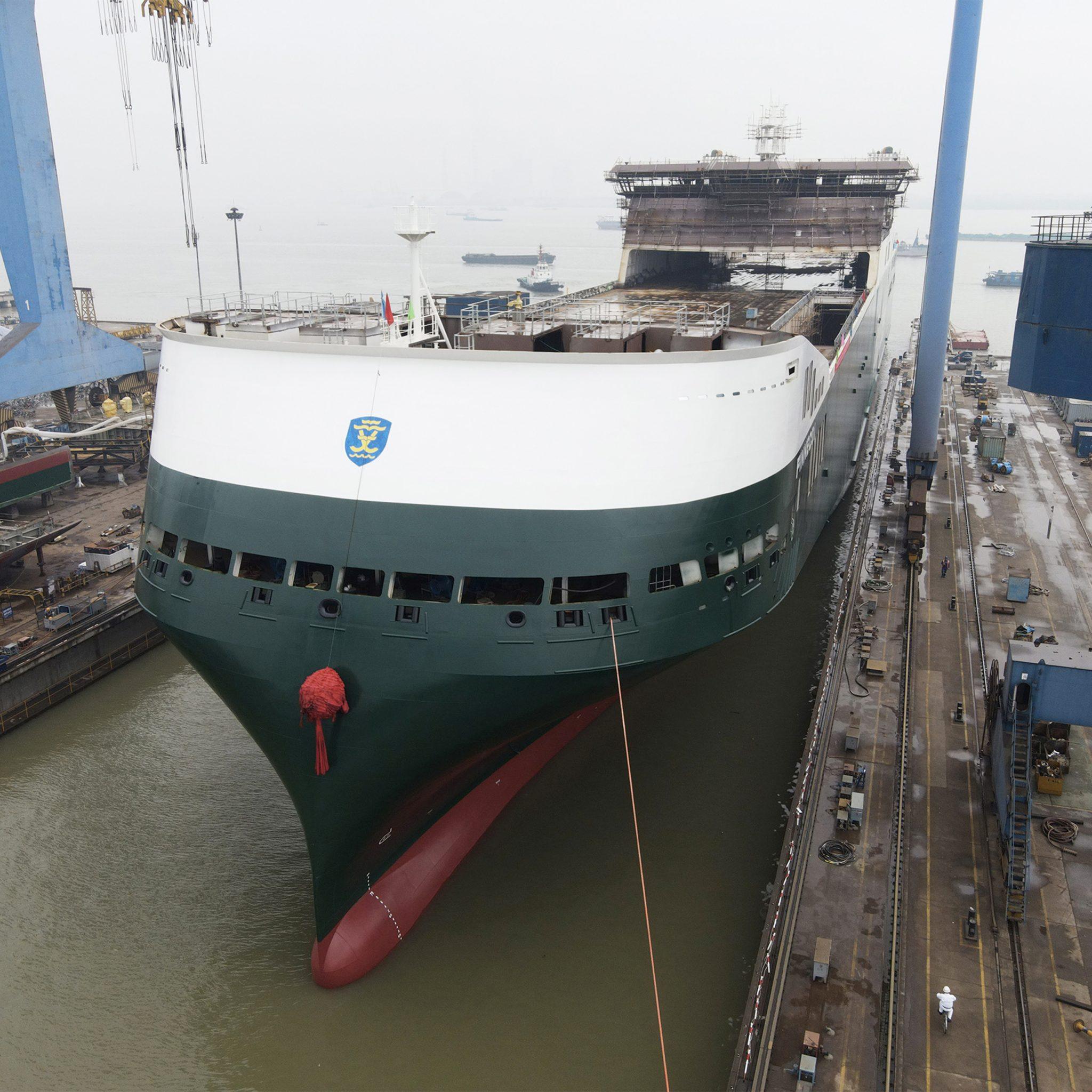 De Finneco I, de eerste van drie nieuwe hybride ro-ro-schepen van Finnlines ging op 26 april op de Nanjing Jinling Shipyard in het Chinese Nanjing te water. (Foto Finnlines)
