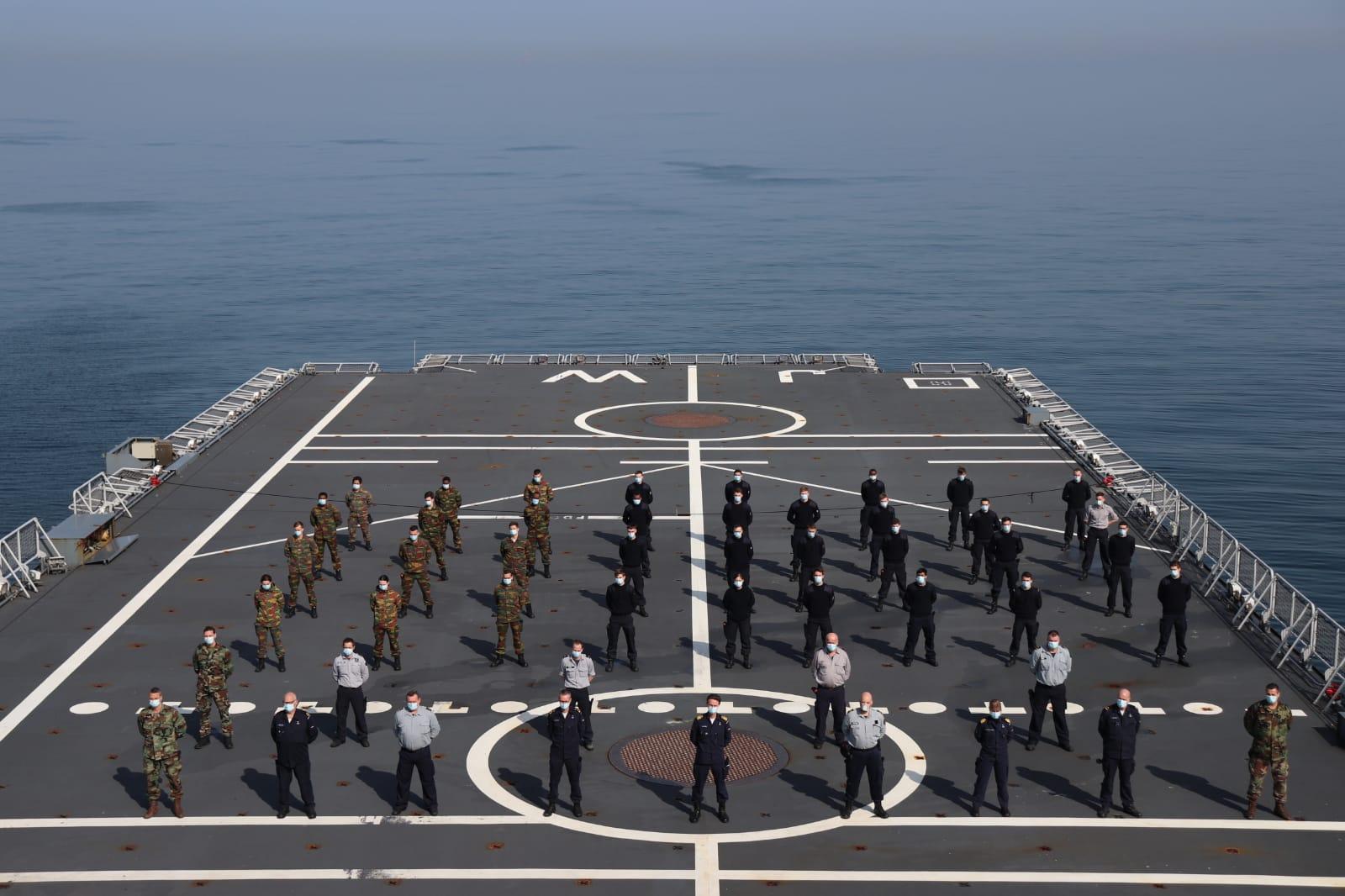 De Koninklijke Marine aan boord van de Zr.Ms. Johan de Witt (Foto Twitter / @kon_marine)