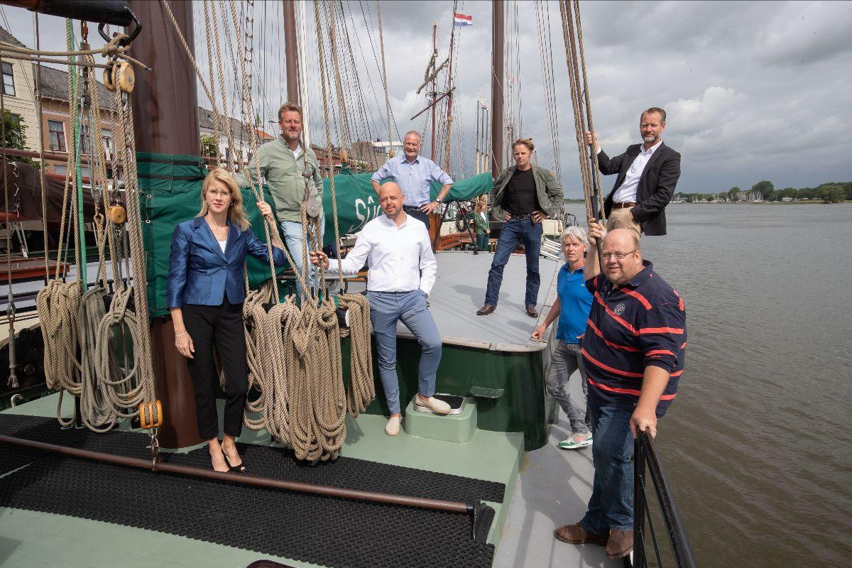 In juni vorig jaar ging Mona Keijzer langs bij historische schepen om te praten over de regelingen (Foto Freddy Schinkel)