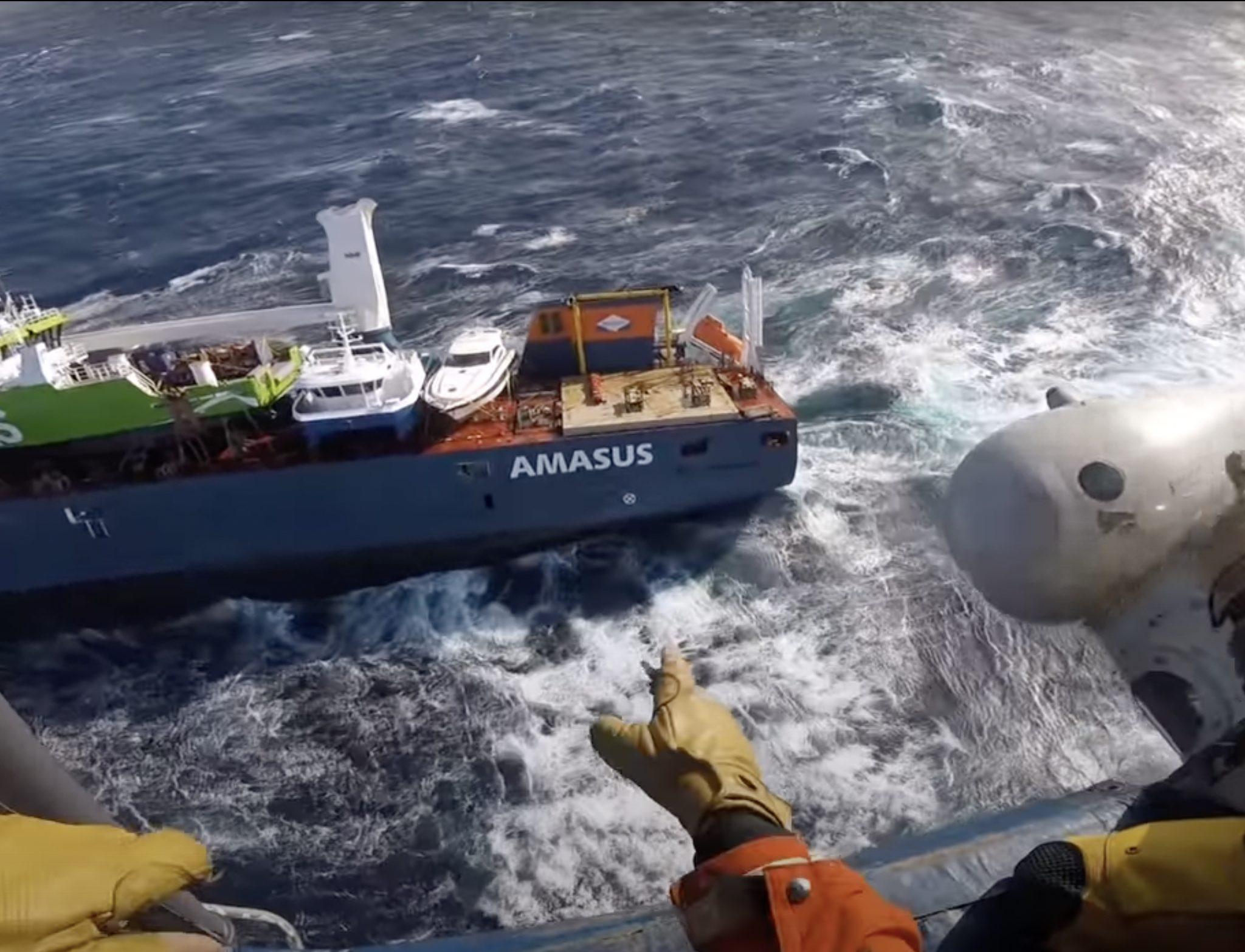 NaamloosBeelden vanuit de helikopter gedurende de reddingsoperatie (Foto YouTube / Hovedredningssentralen Sør-Norge)
