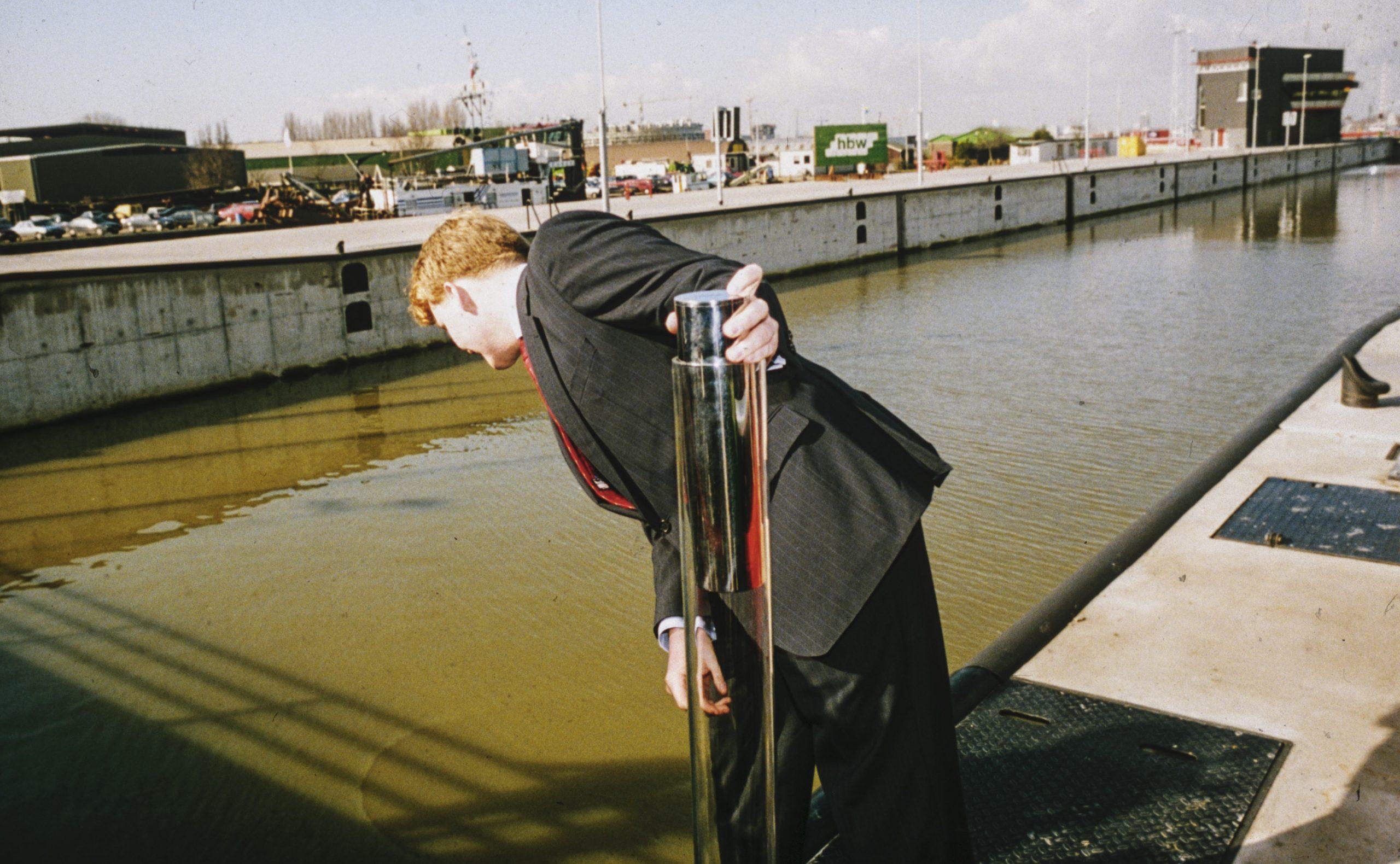 Kroonprins Willem-Alexander bij de opening van het naar hem vernoemde kanaal in 1995 (Foto ANP)