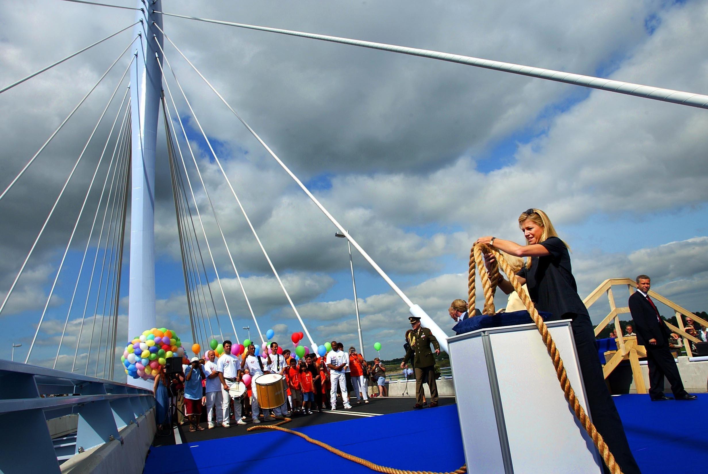 De prins Clausbrug wordt in 2003 geopend door prinses Máxima (Foto ANP / Robert Vos)