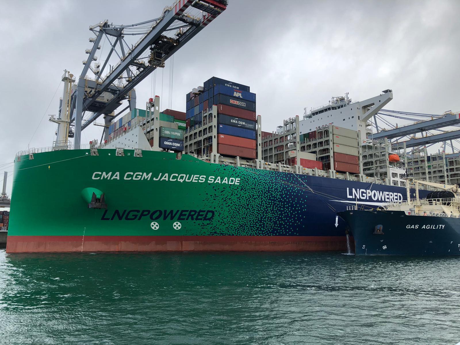 De CMA CGM Jacques Saade is een megacontainerschip wat op LNG vaart. (Foto Afifah Rasoelbaks)