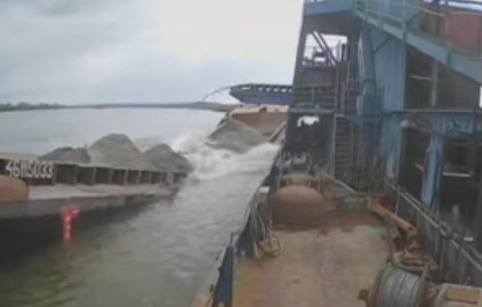 Het doormidden gebroken schip (Foto YouTube / Udruženje Lađara)