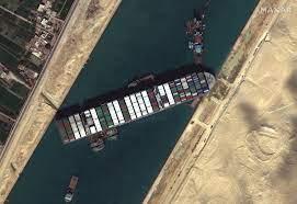 De Ever Given lag dagenlang vast in het Egyptische Suezkanaal. (Foto Wikipedia)