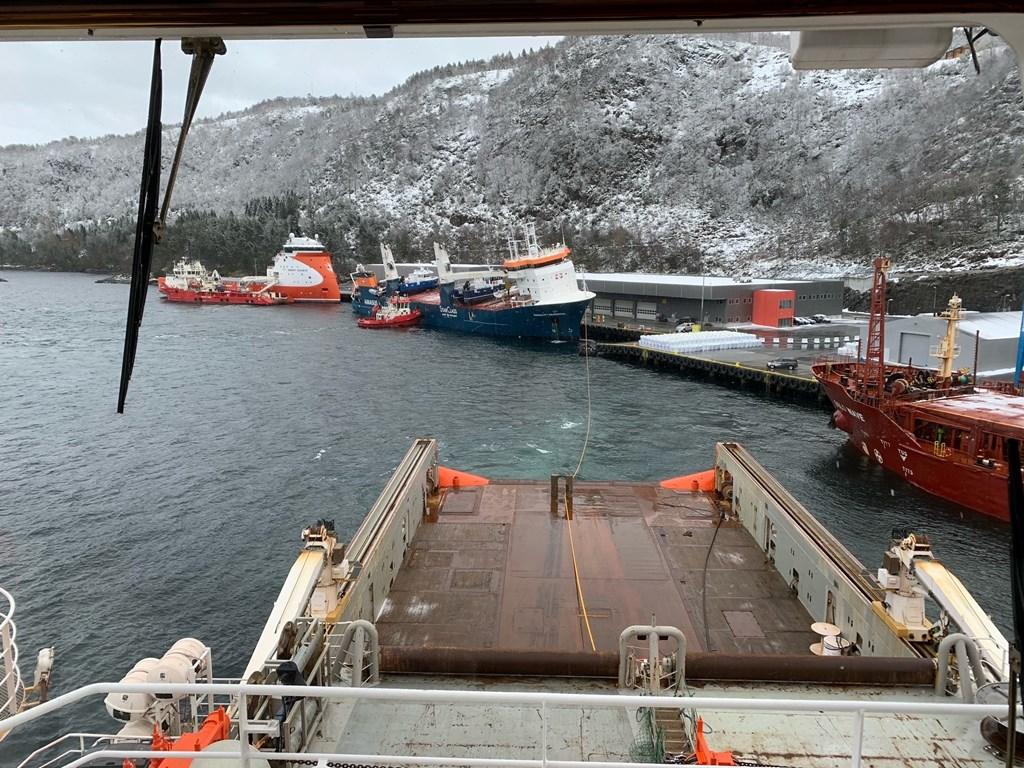 De Eemslift Hendrika ligt in de haven van Ålesund (Foto Noorse Kustwacht)