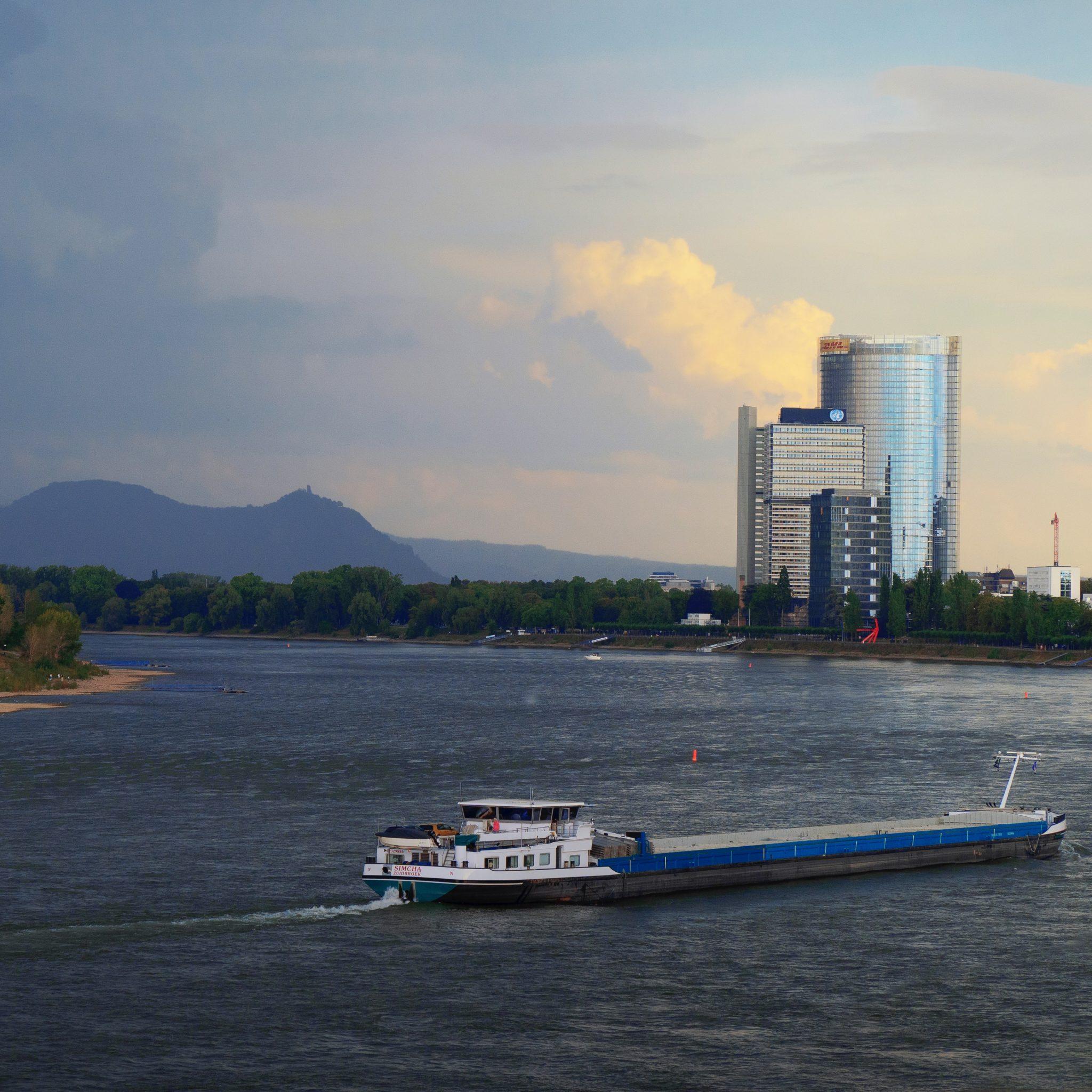 Bemanningen van Nederlandse schepen die naar steden als Bonn varen, moeten een negatieve testuitslag kunnen laten zien Negatieve test nodig als reis langer dan 72 uur gaat duren Foto Karolina Nichitin
