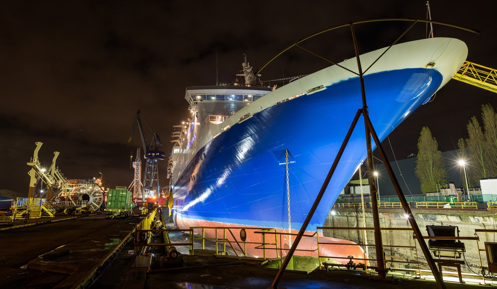 Een ander cruiseschip, de Marco Polo, in het droogdok van Damen. (Foto Damen)