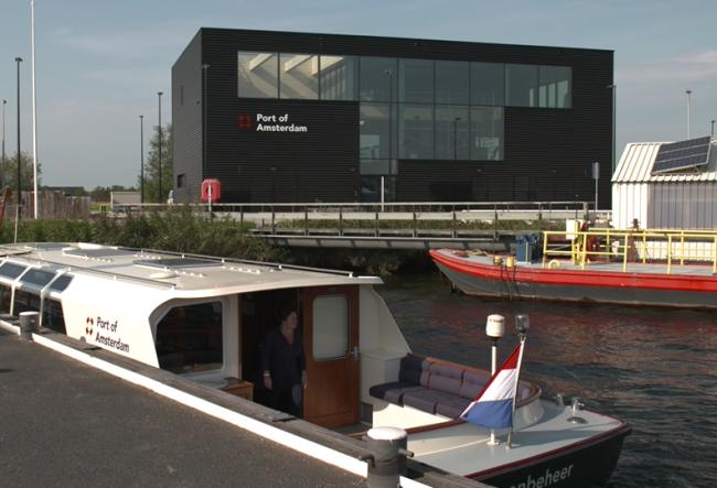 De Havenbeheer ligt aan de kade (Foto Port of Amsterdam)