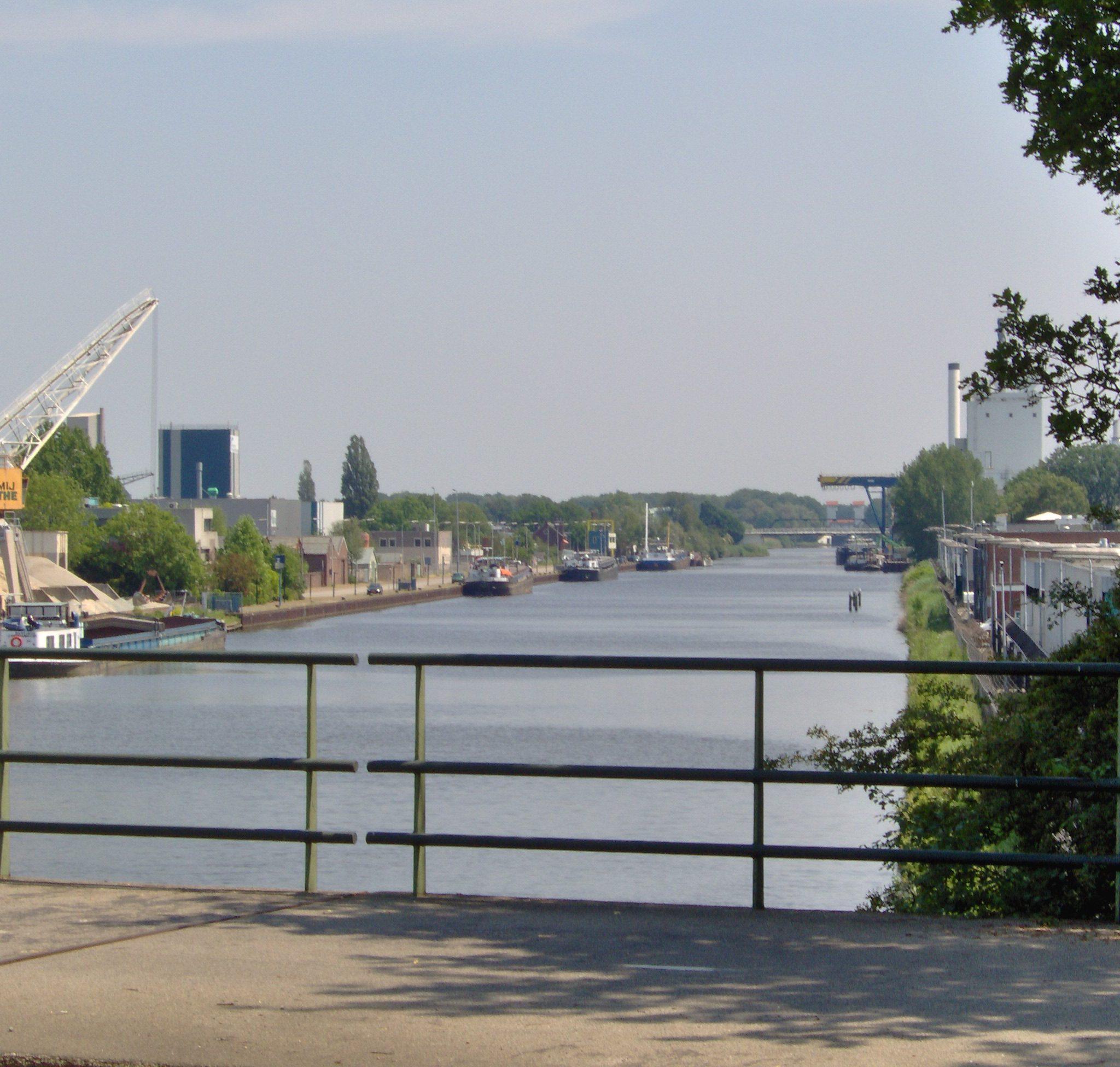 Het Twentekanaal in Hengelo. (Foto Wikipedia)