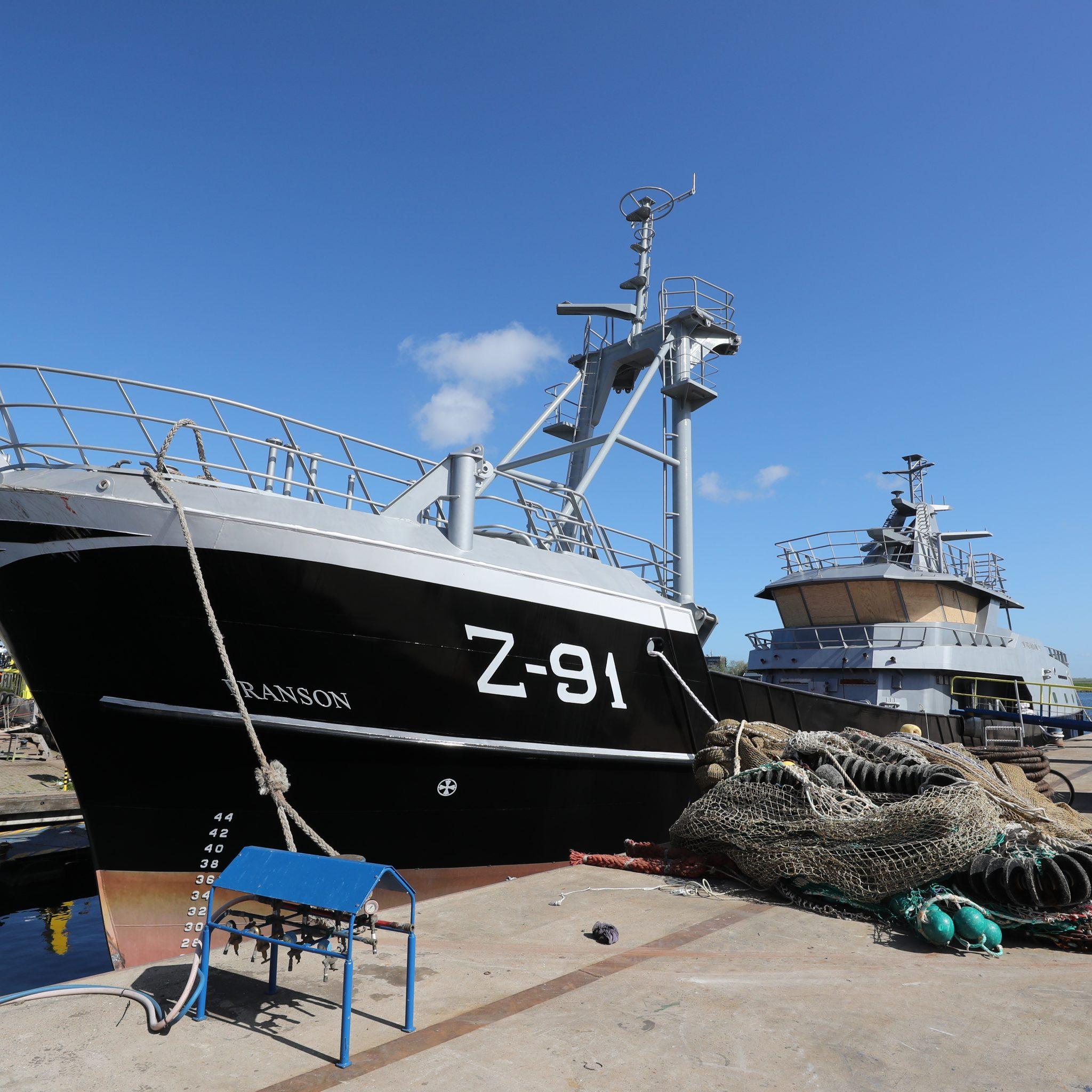 De Z-91 aan de ponton van Maaskant in Stellendam. (Foto Bram Pronk)