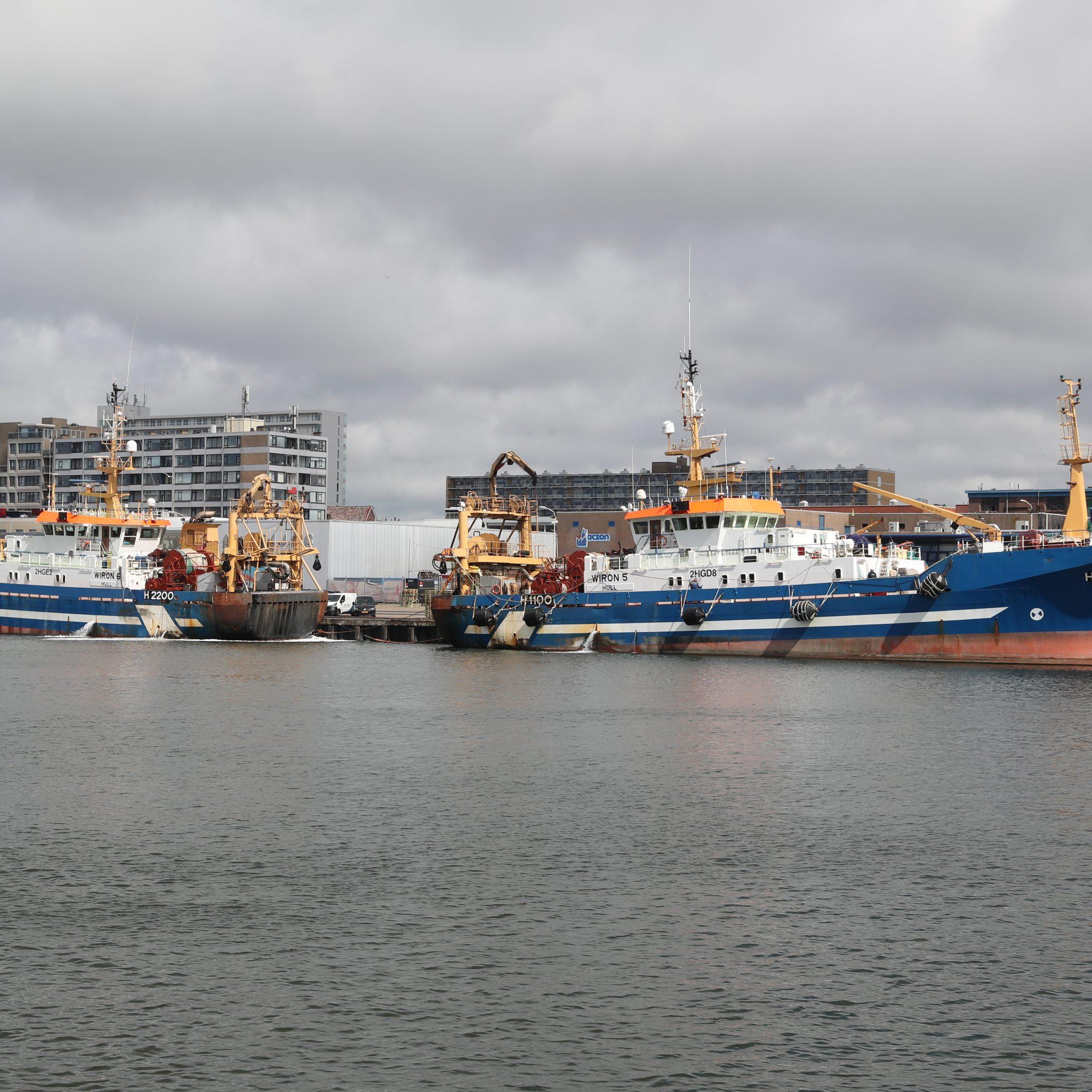 De H-1100 en H-2200 voor het kantoor van Jaczon in Scheveningen. (Foto Bram Pronk)