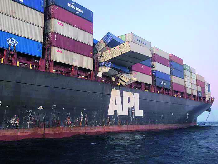 De APL England verliest containers op zee. Foto Australian Maritime Safety Authority