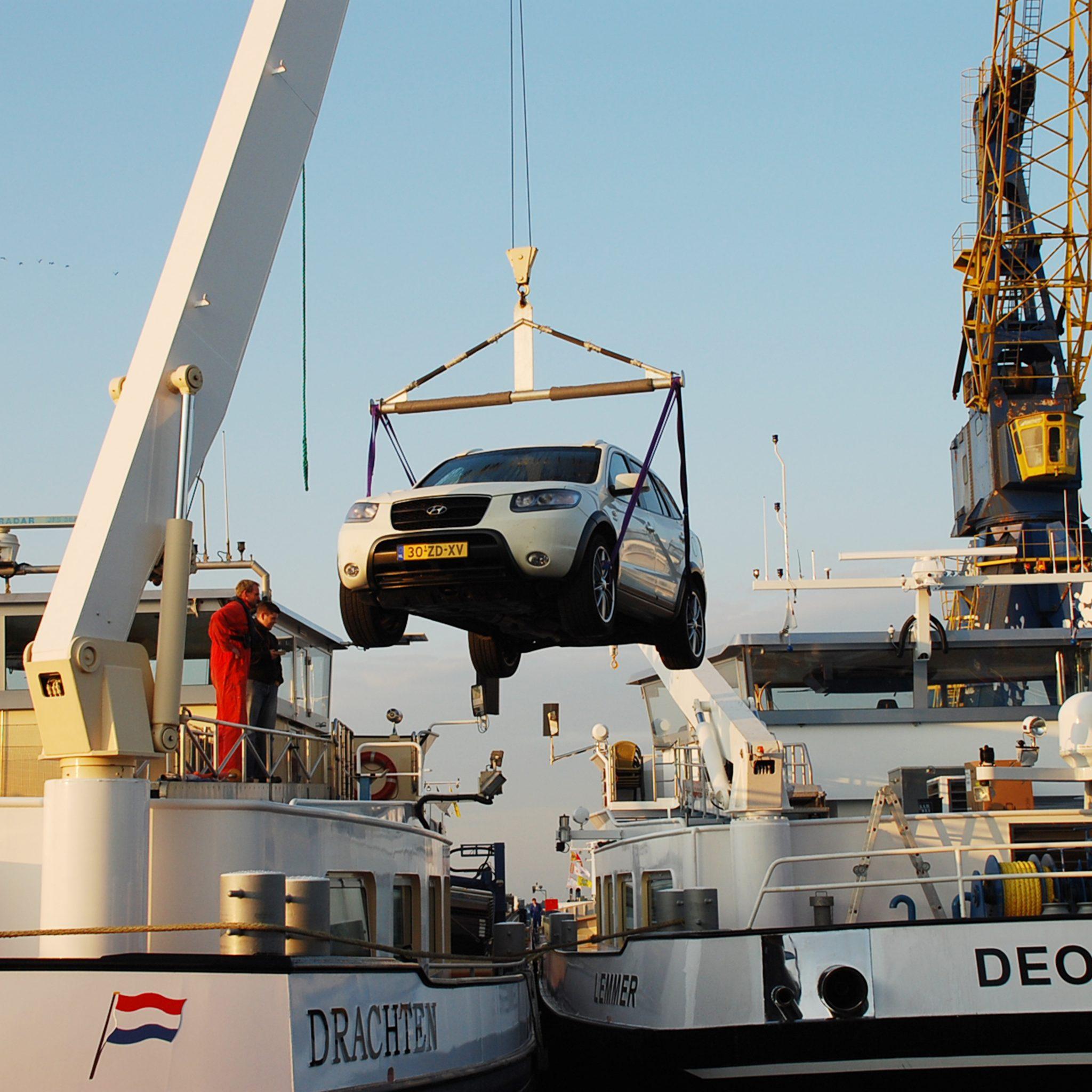 De standaard autokranen van Misti hebben een bereik tot 24 meter en kunnen 2,5 ton tillen. (Foto's Misti)