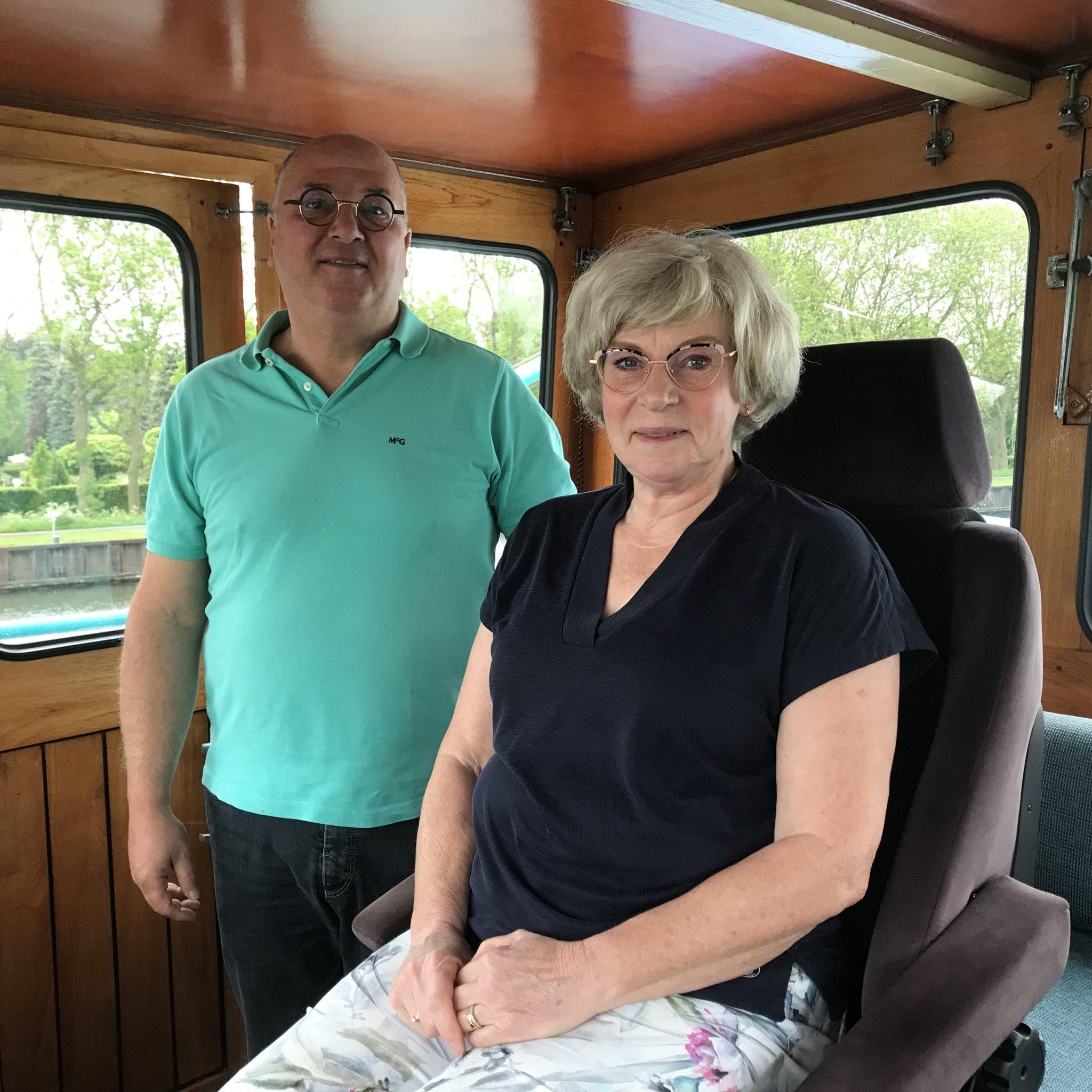 Jan-Pieter en Jacqueline de Bruijn zijn opgegroeid in de gezinsvaart en voedden ook hun eigen kinderen aan boord op. Maar zij zien de gezinsvaart geleidelijk verdwijnen. (Foto Hannie Visser-Kieboom)