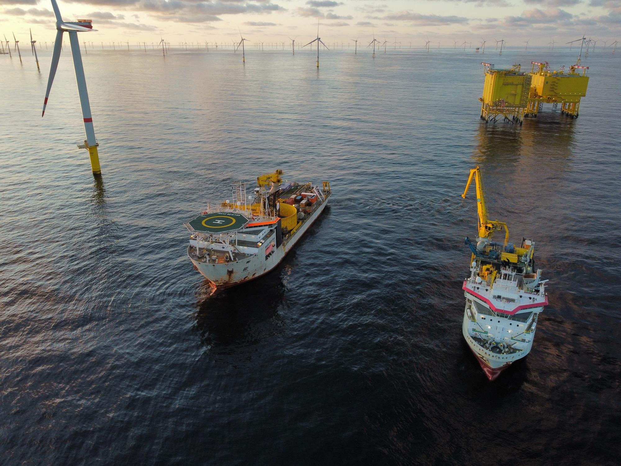 De stagnatie in de baggeractiviteiten werd gecompenseerd door de aanleg van windparken. (Foto Jan De Nul)
