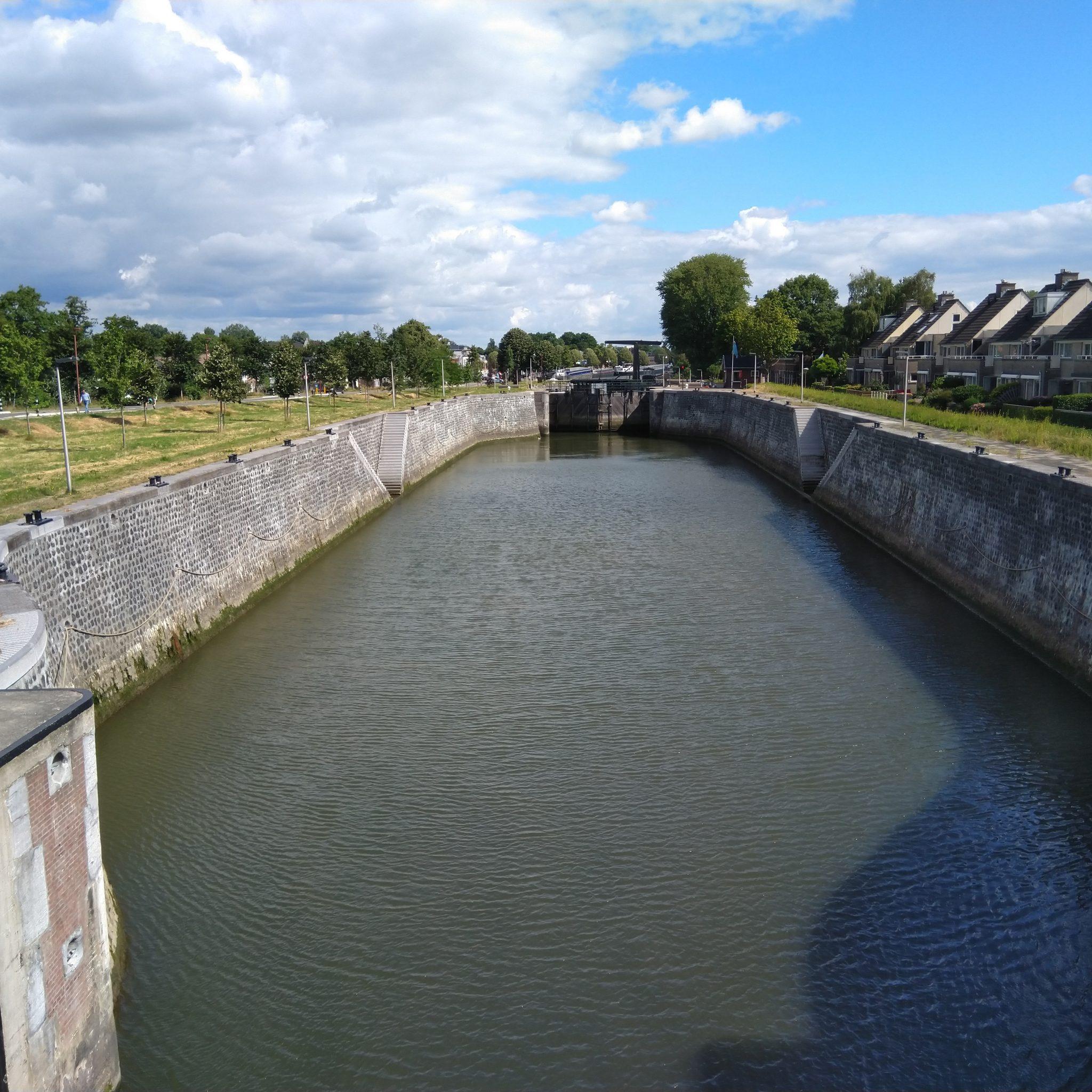 De sluis in Nieuwegein blijft langer gestremd voor de scheepvaart. (Foto Rijkswaterstaat)