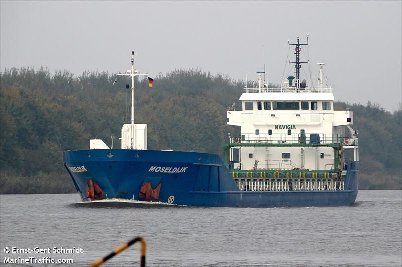 Het Nederlandse schip Moseldijk is inmiddels weer los (Foto Marinetraffic)