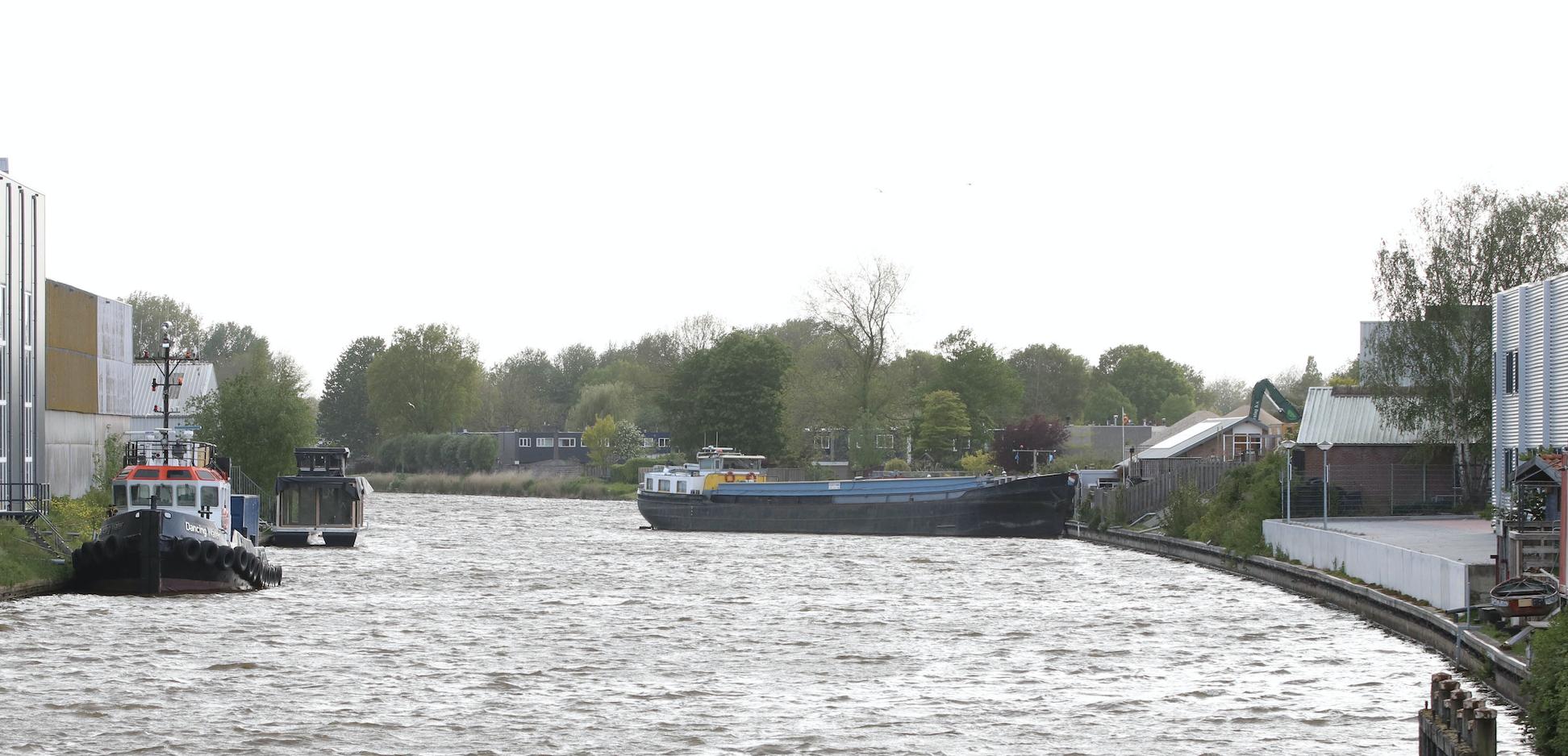 Binnenvaartschip losgeslagen bij Emmeloord. Foto ProNews