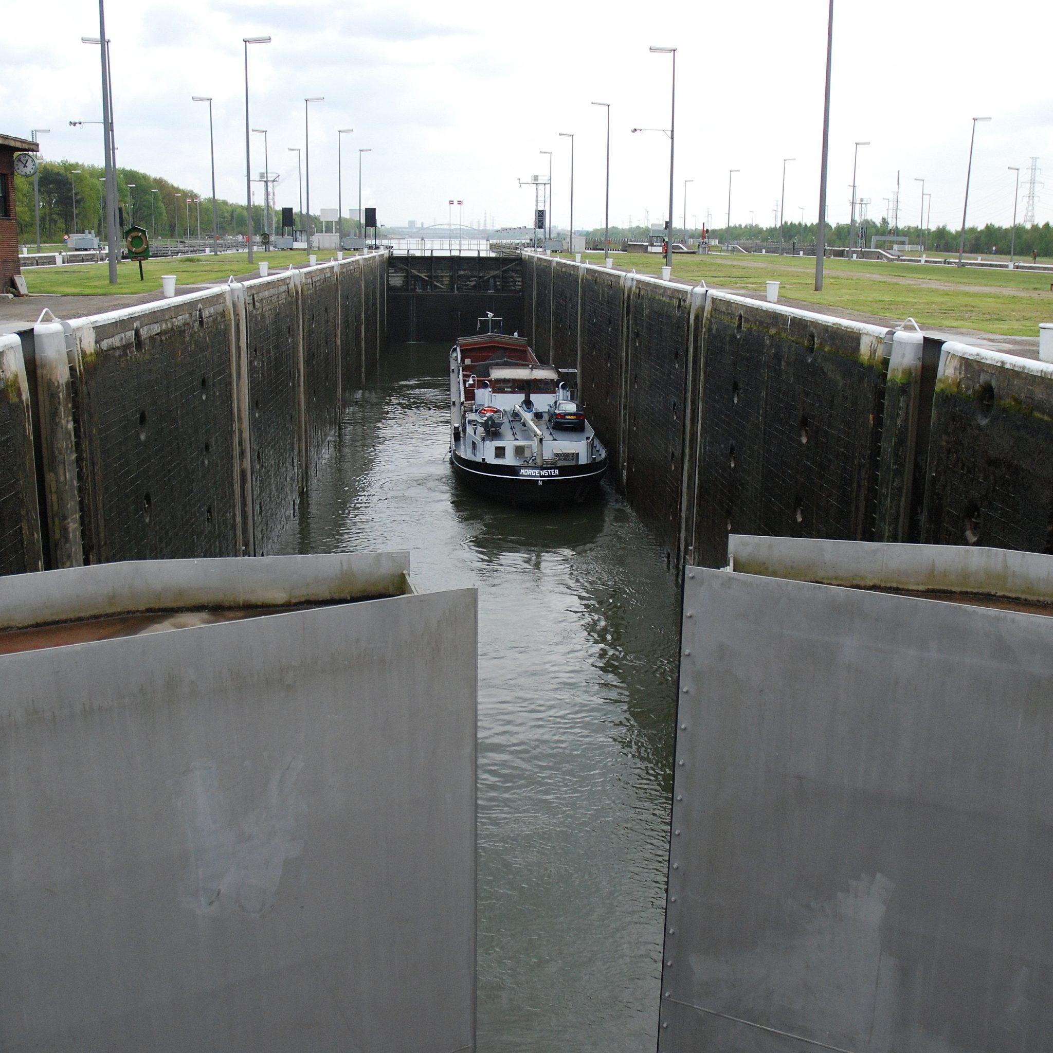 De sluis op het Albertkanaal in Diepenbeek, België. (Foto Wikimedia)