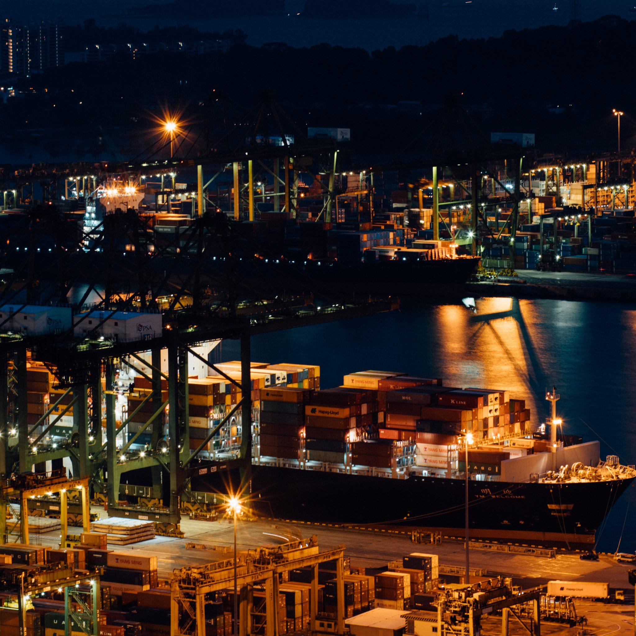 Singapore, de grootste bunkerhaven ter wereld, leverde in het eerste kwartaal ruim drie miljoen ton zware stookolie aan de zeevaart.