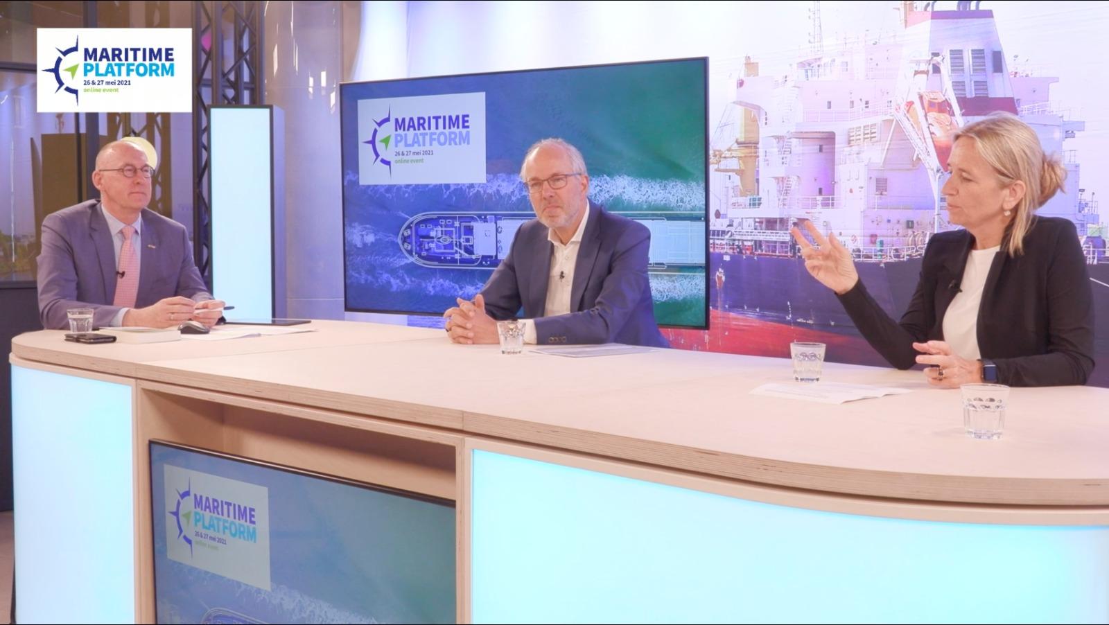 Pieter van Oord en Thecla Bodewes bij het maritieme lunchdebat tijdens Maritime Platform. (Beeld uit video)