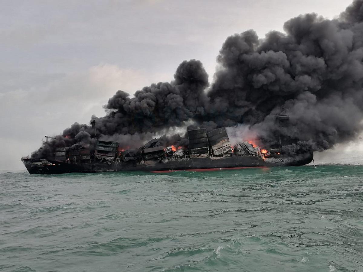 De gevolgen van de brand en explosies zijn zichtbaar (Foto Sri Lanka Port Authority)