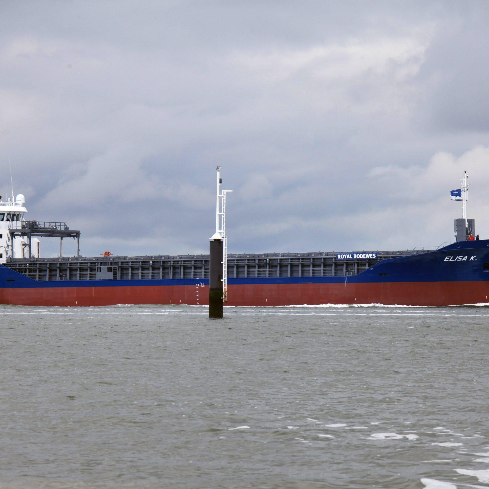 Na een geslaagde proefvaart keert de Elisa K. terug naar het Beatrixbekken in de Eemshaven. (Foto Henk Zuur)